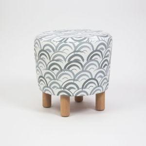 Taburet s dřevěnými nohami Cono Mimar, ⌀41cm